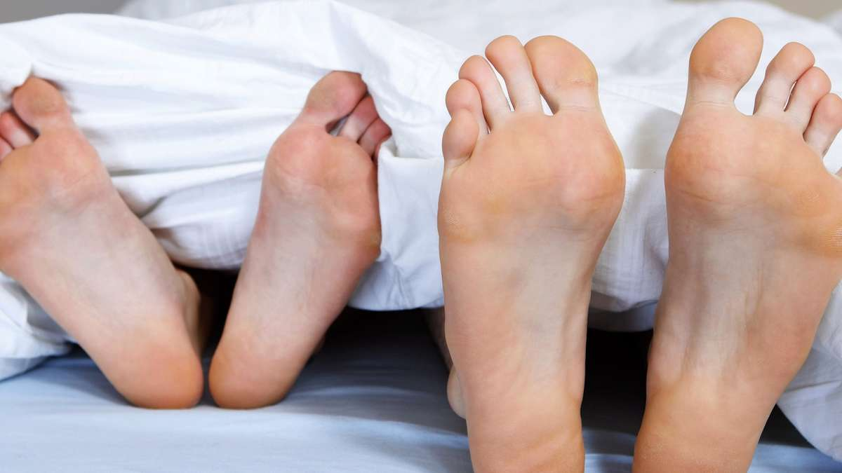 Показания и противопоказания к хирургическому вмешательству по удалению шишки на пальце ноги в московской ГарантКлинике