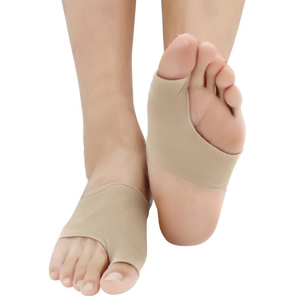 Исправление деформации стопы с помощью силиконового разделителя для пальцев ног в московской клинике ГарантКлиник